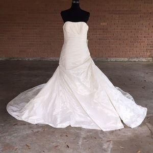 Pronovias Barcelona Taffeta Zenit Wedding Dress